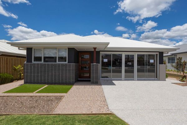 The Guyra 20 at Flagstone New Display Home